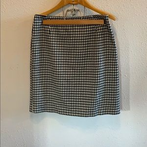 Dressbarn Houndstooth Skirt Black And White